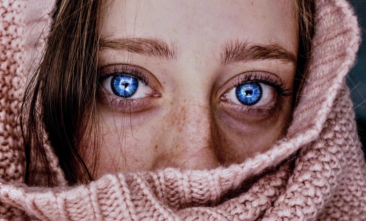 Mann blaue braune haare augen treasniesneezic: Braune